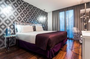 A bed or beds in a room at Eurostars Ramblas