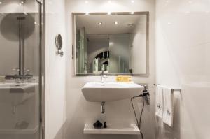 A bathroom at Eurostars Ramblas