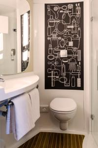 A bathroom at ibis Amsterdam City West