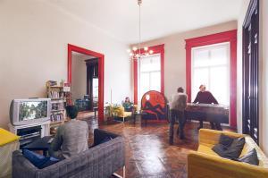 Ein Sitzbereich in der Unterkunft Pal's Hostel and Apartments
