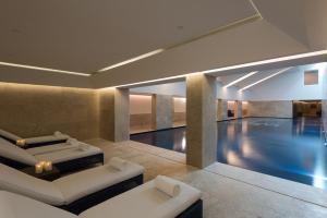 The swimming pool at or close to Palacio do Governador