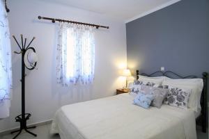 Un pat sau paturi într-o cameră la Georgia Villas