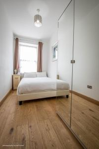 A bed or beds in a room at Cardiffwalk Serviced Apartments
