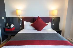 A bed or beds in a room at Sleeperz Hotel Newcastle
