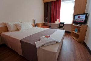 A bed or beds in a room at Ibis Bratislava Centrum