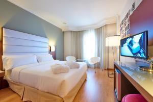 Cama o camas de una habitación en Tryp Vigo Los Galeones Hotel