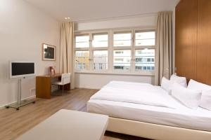 A bed or beds in a room at Ellington Hotel Berlin