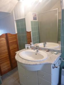 A bathroom at L'Ermitage