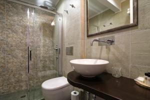 A bathroom at Fiscardo Studios
