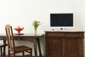 A television and/or entertainment center at Old Vienna Apartments