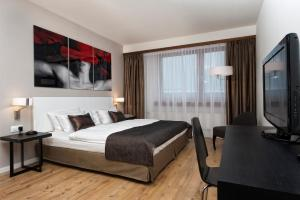 A bed or beds in a room at Wyndham Stuttgart Airport Messe