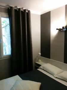 Un ou plusieurs lits dans un hébergement de l'établissement Hôtel Le Cambronne