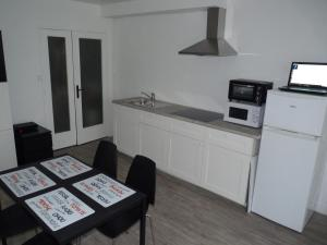 A kitchen or kitchenette at Résidence Kermenguy