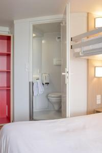 A bathroom at Premiere Classe Nantes Est St Sebastien Sur Loire