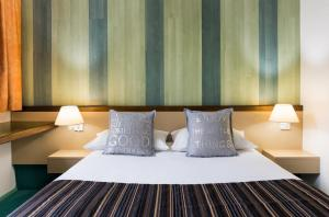 A bed or beds in a room at Relais Vert