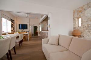Χώρος καθιστικού στο Ξενοδοχείο Μαντώ