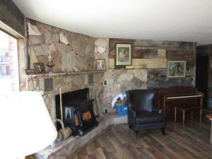 A kitchen or kitchenette at Al's Westward Ho Motel