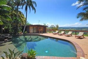 The swimming pool at or near SummerHills Retreat Byron Bay