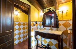 A bathroom at Hotel La Realda