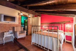 A bed or beds in a room at Hotel La Realda