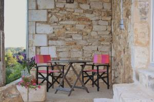 A porch or other outdoor area at La Verte Dordogne