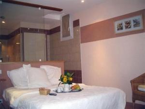 Un ou plusieurs lits dans un hébergement de l'établissement Hôtel La Renaissance