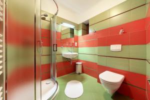 A bathroom at Penzion Tilia