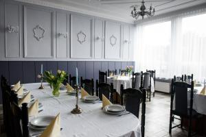 Restauracja lub miejsce do jedzenia w obiekcie Zajazd Saga