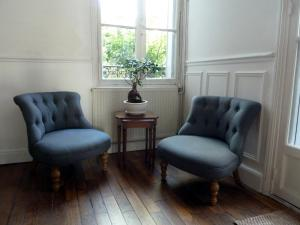 A seating area at Les Carrés