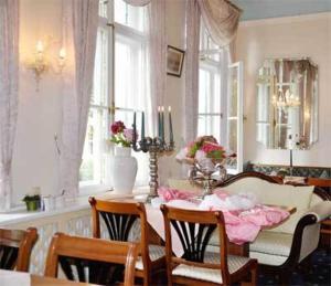 Ein Restaurant oder anderes Speiselokal in der Unterkunft Hotel Bayerischer Hof