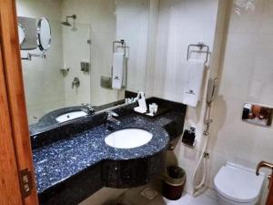 Ванная комната в City Center Hotel