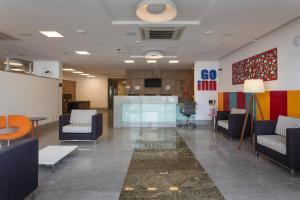The lobby or reception area at Go Inn Vitória