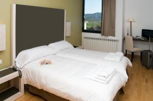 A bed or beds in a room at Hospedium Hotel Convento de Santa Ana