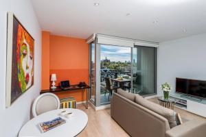 A seating area at Oaks Melbourne South Yarra Suites