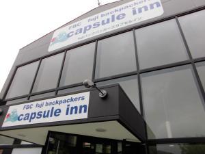 Logo atau tanda untuk hotel kapsul