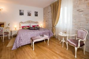 A bed or beds in a room at Priska Luxury Rooms