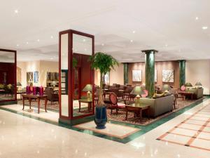 Lobby/Rezeption in der Unterkunft Hilton Antwerp Old Town
