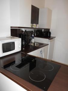 Majoituspaikan Anne's City Apartment keittiö tai keittotila