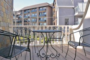 Ein Balkon oder eine Terrasse in der Unterkunft Hotel Villa Anita
