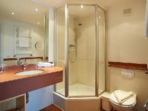 Ein Badezimmer in der Unterkunft Ritterschänke