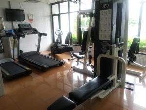 The fitness centre and/or fitness facilities at Hotel LG Inn