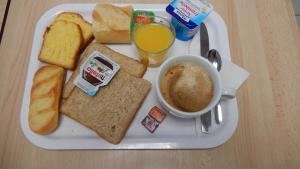 Breakfast options available to guests at Premiere Classe Montbeliard - Sochaux