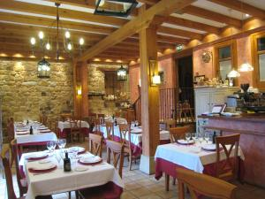 A restaurant or other place to eat at Posada Las Mayas