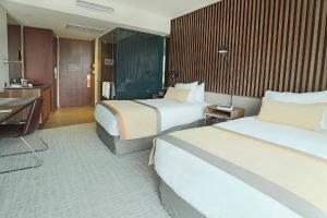 Cama o camas de una habitación en DoubleTree by Hilton Santiago Kennedy, Chile