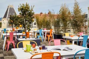 Restaurant ou autre lieu de restauration dans l'établissement Ibis Styles Hyères Rooftop & Spa