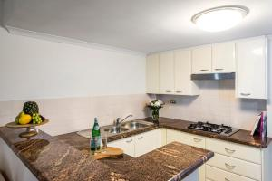 A kitchen or kitchenette at Oaks Sydney Castlereagh Suites
