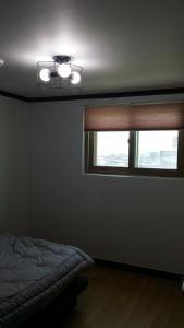 수지 펜션 객실 침대