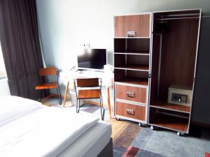 A television and/or entertainment centre at Hotel Zentrum an der Hauptwache