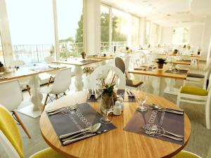 A restaurant or other place to eat at Socializing Hotel Mirna - Terme & Wellness Lifeclass