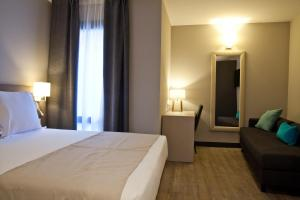 A bed or beds in a room at May Ramblas Hotel